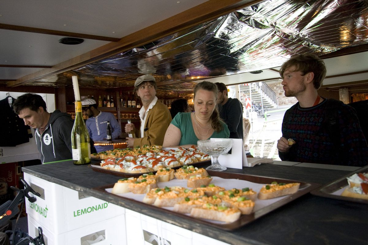 6 Generous Structure Schnittchen-Bar bei Im-Port//Ex-Port, 2012