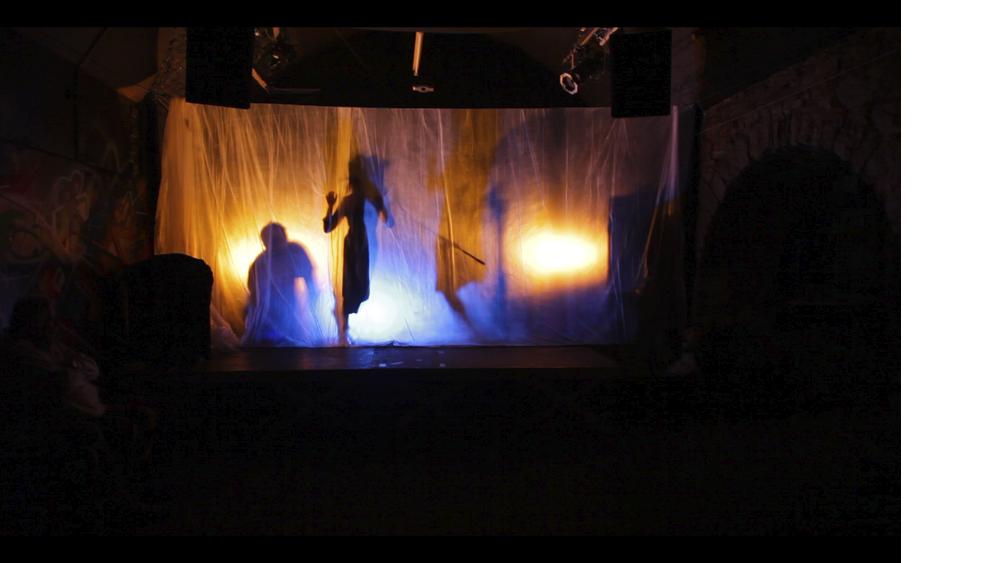 "3 Andara Shastika, ""Somnambulismus"", Performance, 2013"