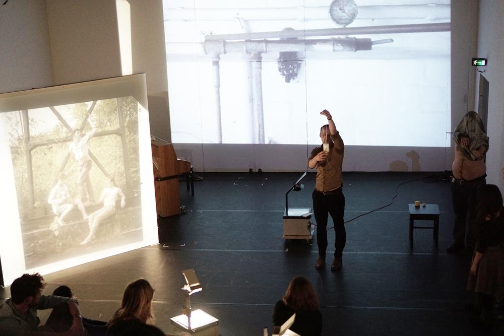 OPEN PRACTICE, Stillende Männer von Christoph Pfannkuch, 2015